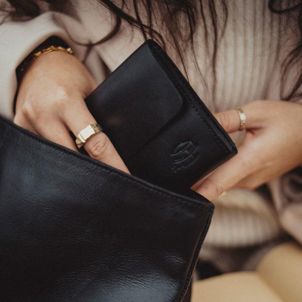 Damengeldbörse, Hand