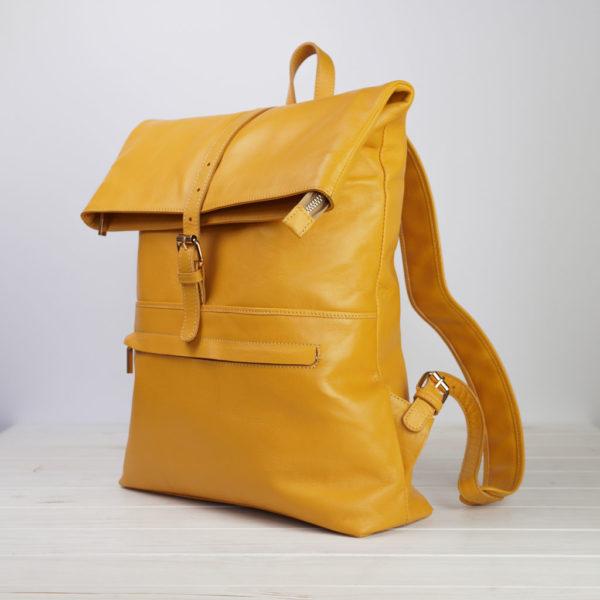 Gelber Lederrucksack, Seite