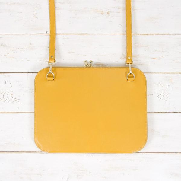 Rückseite der gelben Notebooktasche